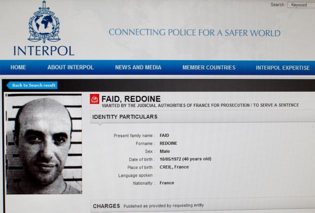 Reproduction de la fiche de Redoine Faïd sur le site d'Interpol, à Paris le 15 avril 2013 [- / INTERPOL/AFP/Archives]