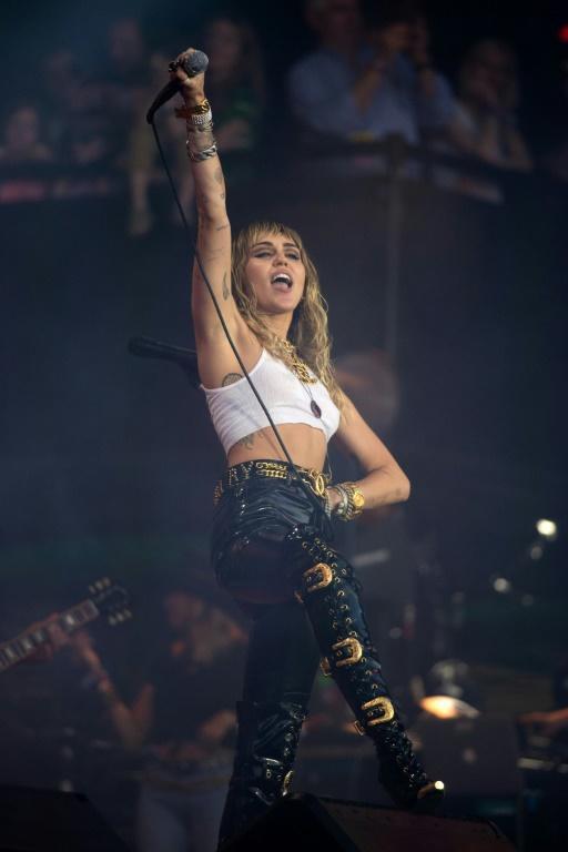 La chanteuse américaine Miley Cyrus sur scène lors du festival de Glastonbury, le 30 juin 2019   [OLI SCARFF / AFP]