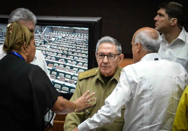 L'ancien président cubain Raul Castro (c) à l'Assemblée nationale, le 21 juillet 2018 à La Havane [Jorge BELTRAN / AFP]