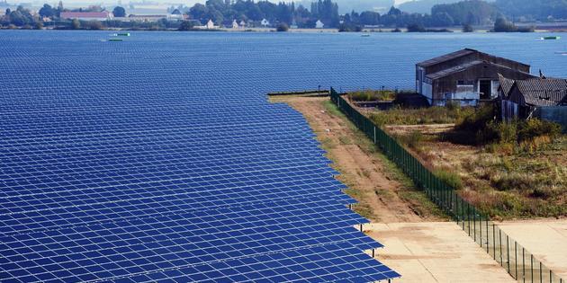 Célèbre centrale solaire du village de Crucey