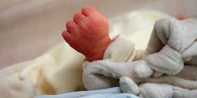 Un bébé de treize mois survit trois fois à la mort
