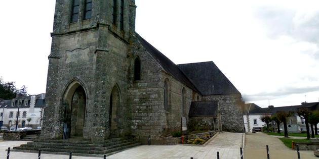 Qui en veut au patrimoine religieux du Morbihan ? Dans le bourg de Bubry (Morbihan). [Google Street View]