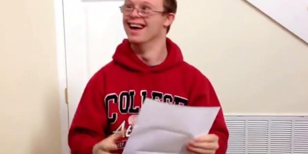 Vidéo - Reçu à la fac : la joie contagieuse d'un jeune trisomique