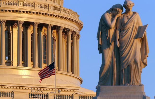 Le drapeau américain mis en berne sur le Capitol, à Washington, après la tuerie de Newtown, le 14 décembre 2012 [Mark Wilson / Getty Images/AFP/Archives]