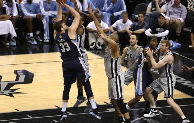 Le pivot des Memphis Grizzlies déclenche un tir lors du match contre San Antinio, le 19 mai 2013 à San Antonio [Stephen Dunn / AFP/Getty Images]