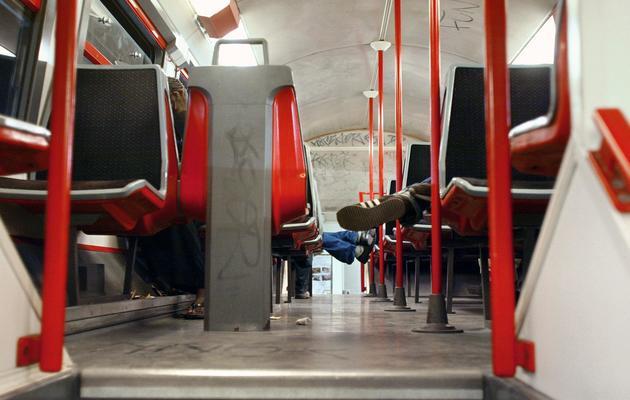 Vue intérieure du RER D au niveau de Grigny en date de juillet 2002 [Joel Robine / AFP/Archives]