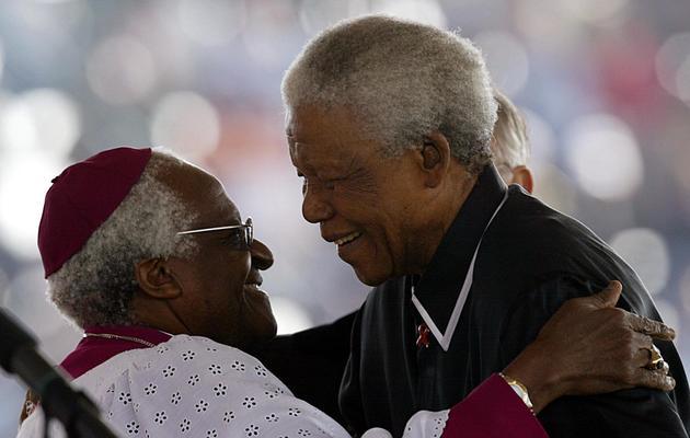 Nelson Mandela et Desmond Tutu le 17 mai 2003 à Soweto [Alexander Joe / AFP/Archives]