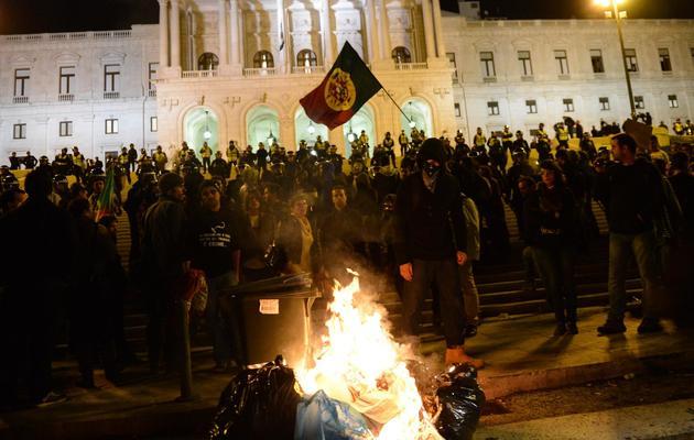 Des Portugais manifestent contre l'austérité, le 31 octobre 2012 devant le Parlement, à Lisbonne [Francisco Leong / AFP/Archives]