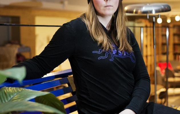 Nova Colliander, jeune transsexuelle, est prise en photo dans les locaux de la Fédération nationale pour les droits des homosexuels, bisexuels et transsexuels à Stockholm, le 6 février 2013 [Jonathan Nackstrand / AFP]