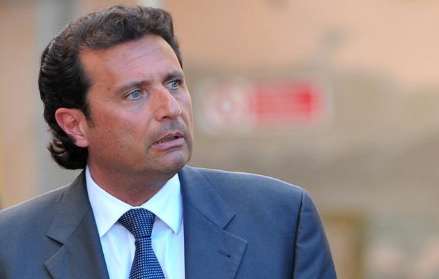 Le commandant du Costa Concordia, Francesco Schettino, quitte le tribunal de Grossetto, en Italie, le 15 avril 2013 [Tiziana Fabi / AFP/Archives]