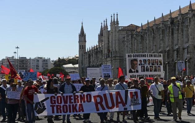 Des manifestants protestent, le 25 mai 2013 à Belem, contre l'austérité mise en oeuvre par le gouvernement portugais [Francisco Leong / AFP]