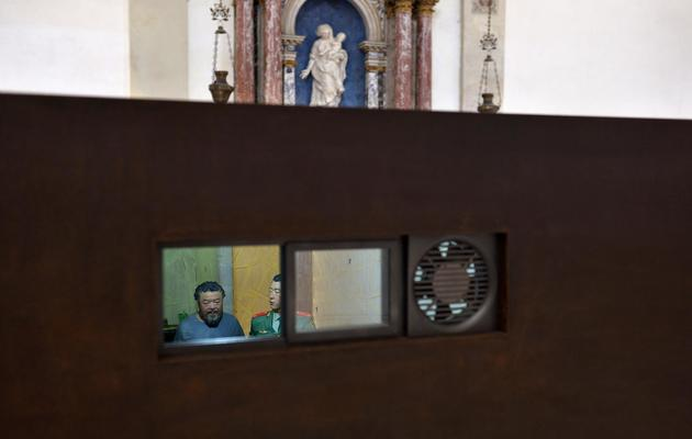 Une scène de la détention de l'artiste chinois Ai Weiwei, dans l'église Saint-Antonin à Venise, le 29 mai 2013 [Gabriel Bouys / AFP]