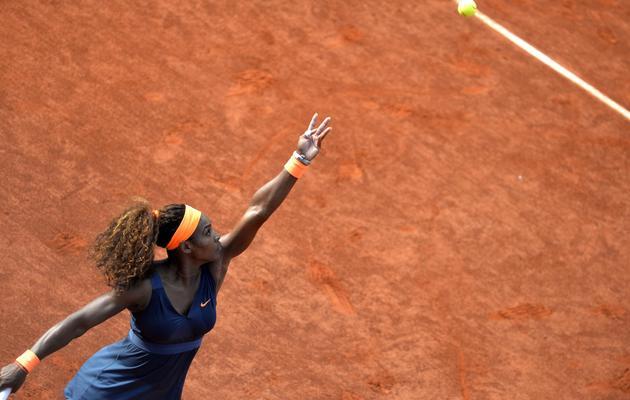 L'Américaine Serena Williams au service, en demi-finales à Roland-Garros, le 6 juin 2013. [Miguel Medina / AFP]