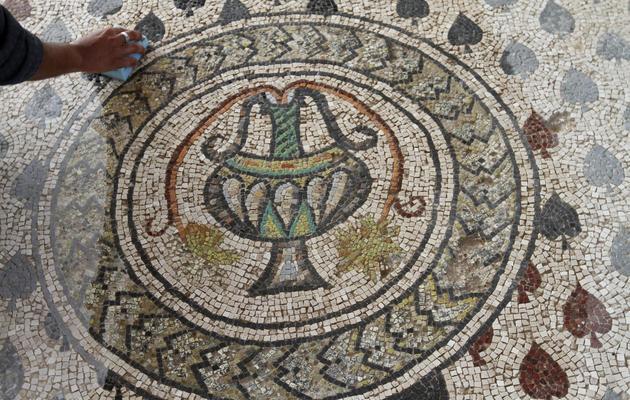 Une photo du 28 novembre 2010 montre une mosaïque appartenant au monastère Saint-Hilarion, à Tell Oum al-Amr [Mohammed Abed / AFP/Archives]
