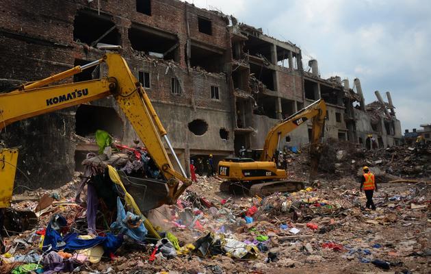 Des secouristes fouillent les décombres de l'immeuble effondré dans lequel 1.129 personnes sont mortes, le 11 mai 2013 au Bangladesh [Munir Uz Zaman / AFP/Archives]