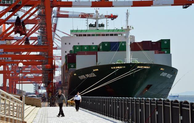 Un cargo de fret dans le port de Tokyo le 8 avril 2013 [Yoshikazu Tsuno / AFP/Archives]