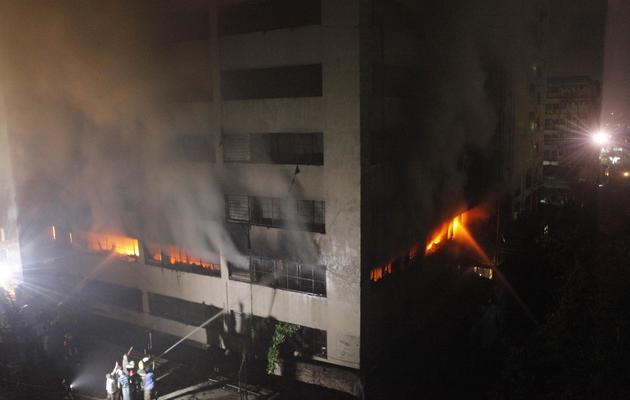L'immeuble de Dacca qui a pris feu et fait 8 morts le 9 mai 2013 [ / AFP/Archives]