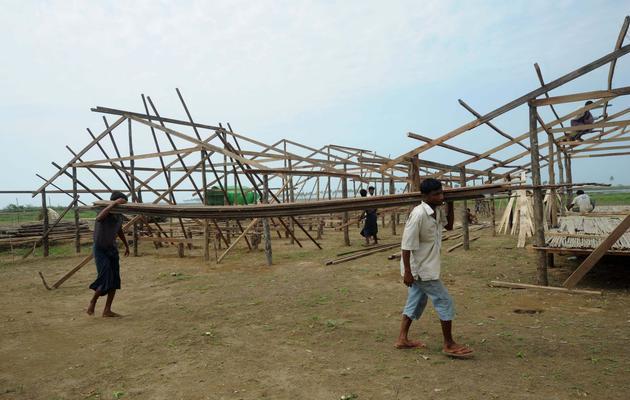 Des Rohingyas, dans un camp de réfugiés dans la banlieue de Sittwe, le 18 mai 2013 [Soe Than Win / AFP]
