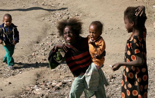 Des enfants sidis dans le vilage de Jambur, en Inde, le 10 décembre 2007 [Raveendran / AFP/Archives]