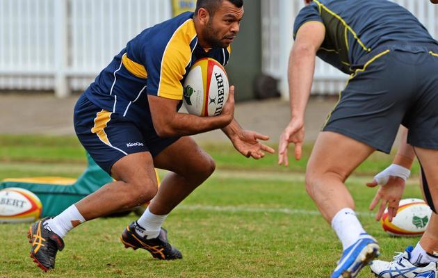 L'arrière Kurtley Beale (avec le ballon) à l'entrainement avec l'équipe d'Australie le 6 juin 2013 à Sydney [William West / AFP/Archives]