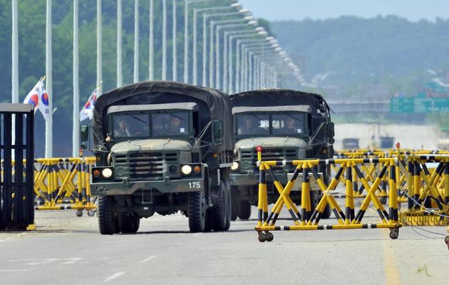 Camions militaires sud-coréens le 6 juin 2013 au point de passage de Paju près de Kaesong [Jung Yeon-Je / AFP/Archives]