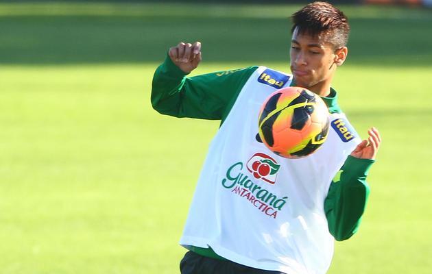 Neymar à l'entraînement avec l'équipe du Brésil le 7 juin 2013 à Porto Alegre [Lucas Uebel / AFP]