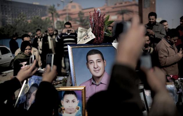 Rassemblement organisé grâce à des appels lancés sur Twitter et Facebook en hommage à des victimes de la répression des manifestations hostiles à Hosni Moubarak, au Caire le  14 février 2011 [Marco Longari / AFP/Archives]