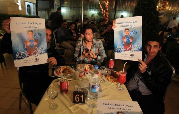 Des fans du chanteur Mohammad Assaf, le 26 avril 2013 dans un restaurant de Gaza [Mohammed Abed / AFP/Archives]