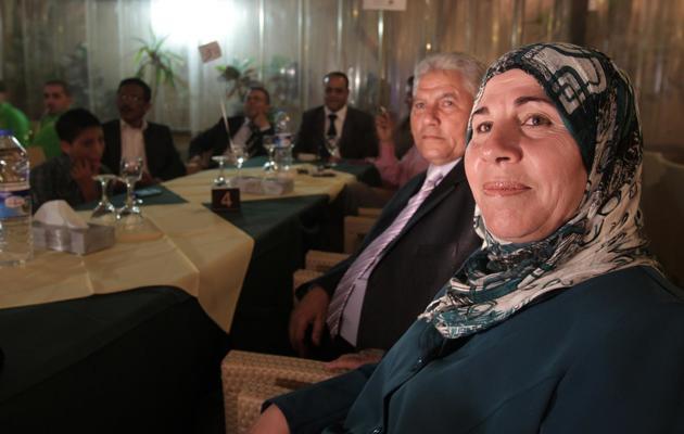 La mère et le père de Mohammad Assaf, le 26 avril 2013 dans un restaurant de Gaza [Mohammed Abed / AFP/Archives]