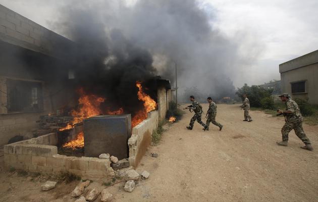 Soldats de l'armée syrienne à Dumayna en syrie, le 13 mai 2013 [Joseph Eid / AFP]