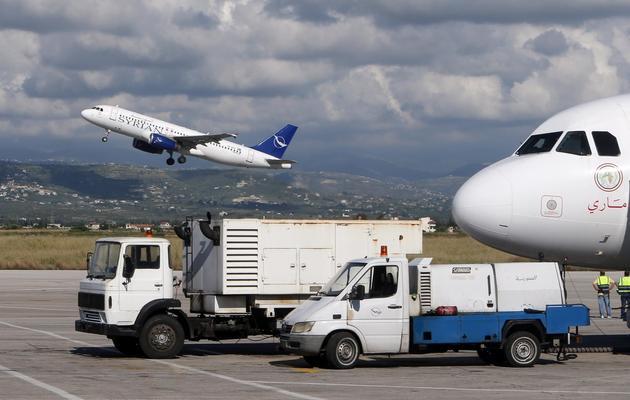 Des avions de la compagnie Syrian air sur les pistes de l'aéroport de Damas, le 15 mai 2013 [Joseph Eid / AFP]