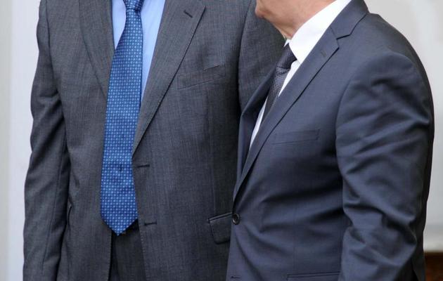 Le Premier ministre algérien Abdelmalek Sellal (g) et le ministre de la communication Mohammed Said le 9 juin 2013 à Alger [Farouk Batiche / AFP/Archives]
