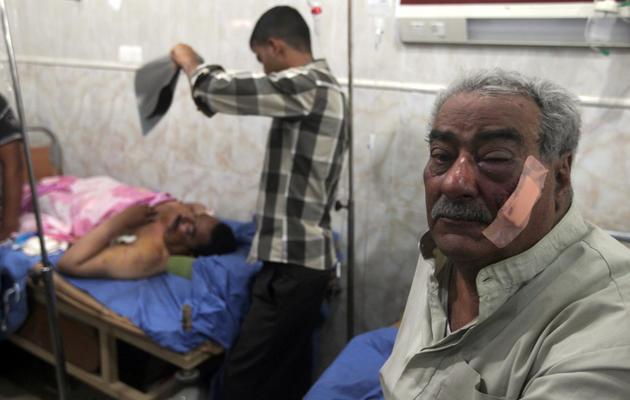 Des hommes blessés par une explosion à Aziziyah, le 16 juin 2013 [Ahmad al-Rubaye / AFP]