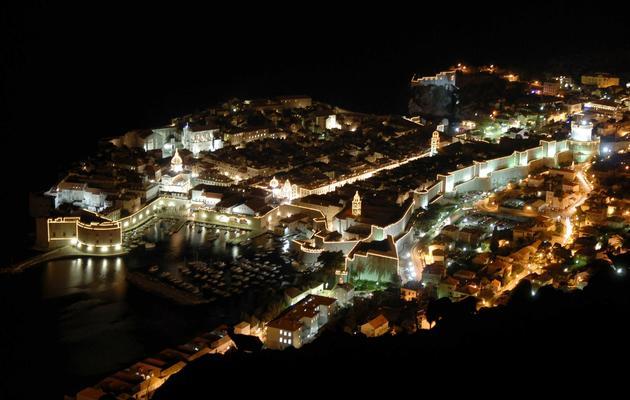 La ville de Dubrovnik illuminée, le 6 décembre 2007 [ / AFP/Archives]