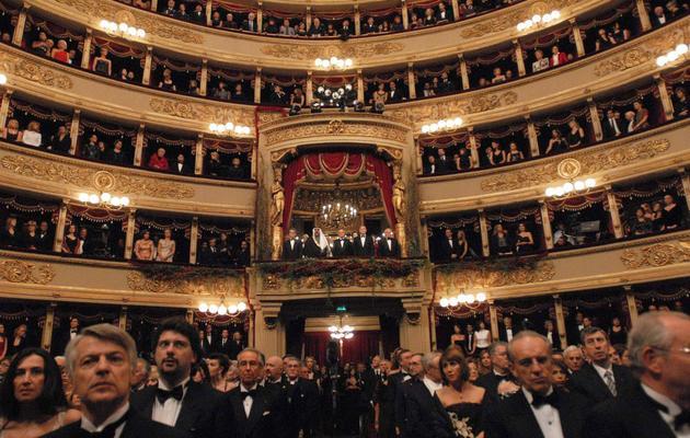"""Vue d'ensemble du public à La Scala à Milan venu voir """"Tristan et Iseult"""", le 7 décembre 2007 [ / AFP/Archives]"""