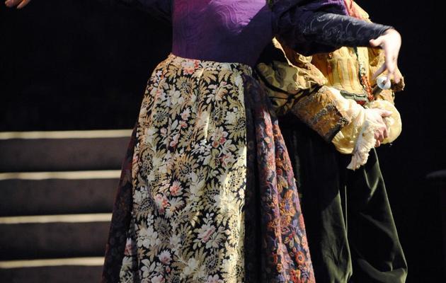 """Deux chanteurs sur scène lors de la générale de l'opéra """"Zampa"""", à l'Opéra Comique, à Paris, le 6 mars 2008 [Miguel Medina / AFP/Archives]"""