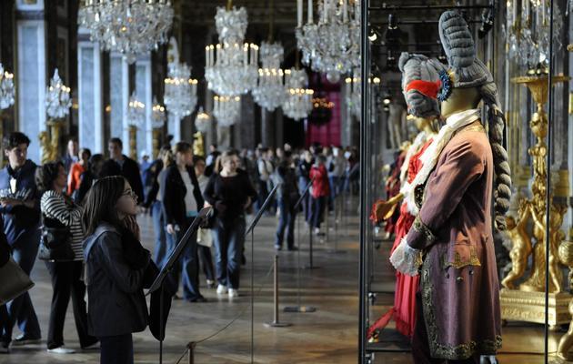 Des visiteurs au palais de Versailles à l'occasion de la nuit des Musées, en mai 2008 [Stephane de Sakutin / AFP/Archives]