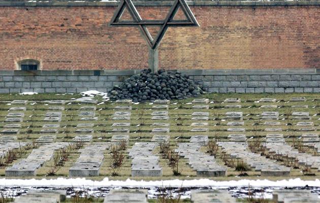 """Photo prise le 24 février 2005 d'un cimetière de Terezin, le """"ghetto modèle"""" des nazis, près de Prague [Michal Cizek / AFP/Archives]"""