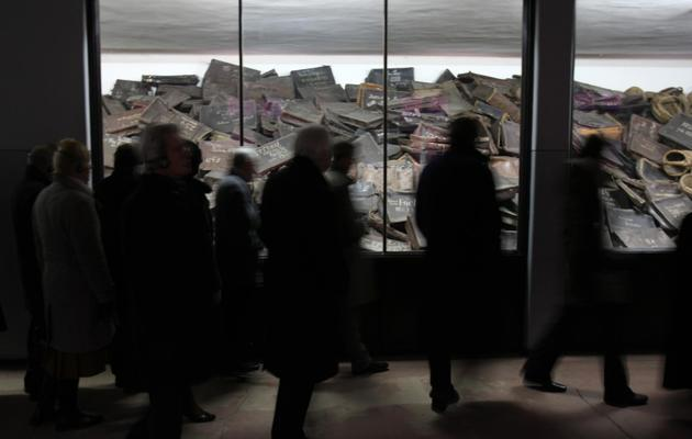 Des visiteurs à l'intérieur du musée d'Auschwitz, le 4 décembre 2008 [Valery Hache / AFP/archives]