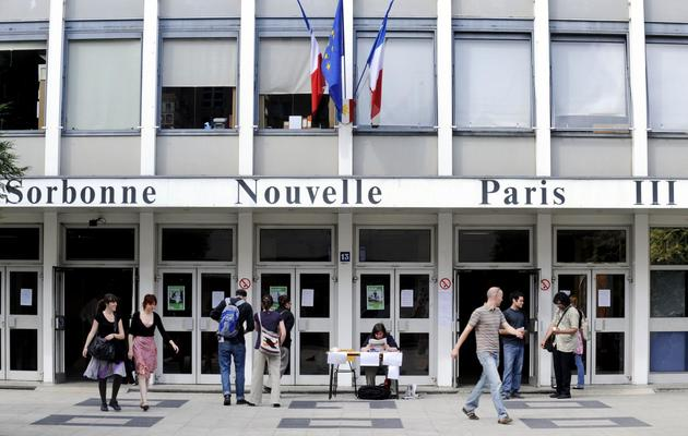 Des étudiants quittent l'université Paris III (Censier-Sorbonne Nouvelle), le 25 mai 2009 à Paris [Stephane de Sakutin / AFP/Archives]