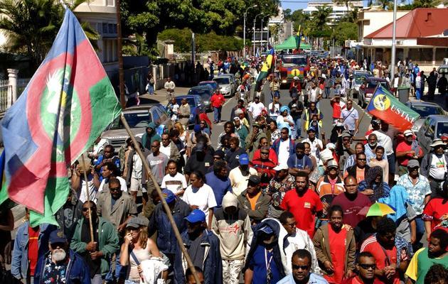 Des manifestants défilent, le 22 août 2009 dans les rues de Nouméa [Marc Le Chelard / AFP/Archives]