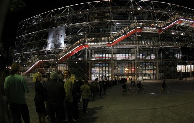 Des personnes font la queue devant le centre Georges Pompidou à Paris pour la 7e édition de la nuit des musées, en mai 2011 [Pierre Verdy / AFP/Archives]