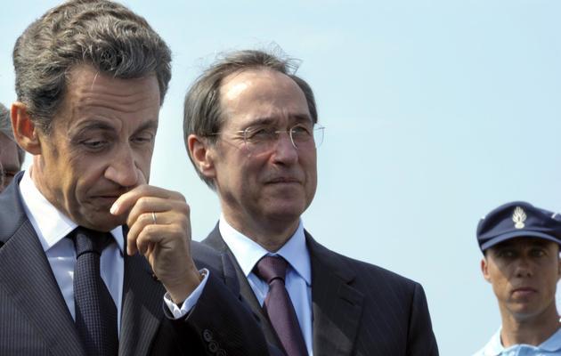 L'ancien président de la République Nicolas Sarkozy (g) et Claude Guéant, le 19 mai 2011 à La Londe-les-Maures (Var) [Philippe Wojazer / Pool/AFP/Archives]
