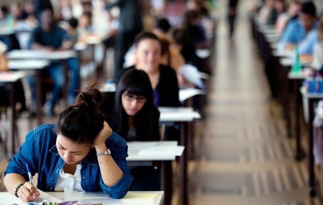 Des élèves passent les épreuves du bac [Martin Bureau / AFP/Archives]