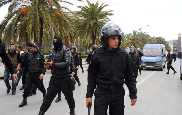 Des policiers anti-émeutes à Tunis [Fethi Belaid / AFP/Archives]