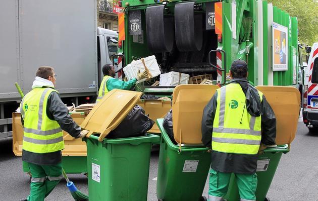 Collecte des déchets à Paris, en mai 2012 [Jacques Demarthon / AFP/Archives]