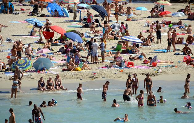 Des Français se baignent à Marseille le 16 août 2012 [Gerard Julien / AFP/Archives]