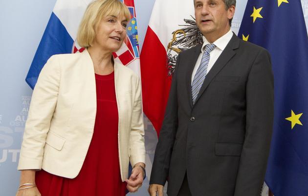 La ministre croate des Affaires étrangères Vesna Pusic (g) et son homologue autrichien, le 10 septembre 2012 à Vienne [Dieter Nagl / AFP/Archives]