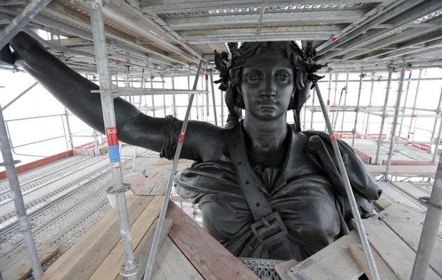 Réfection de la statue de la République, sur la place du même nom, le 24 octobre 2012 à Paris [Francois Guillot / AFP/Archives]