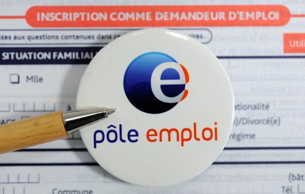 Photo prise le 4 septembre 2012 à Brest d'un logo de l'Agence Pôle Emploi posée sur une fiche d'inscription [Fred Tanneau / AFP]